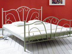 Romantisches Shabby Chic Bett